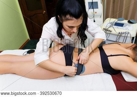 The Beautician Installs Muscle Myostimulation Electrodes To Get Rid Of Subcutaneous Fat. Female Beau