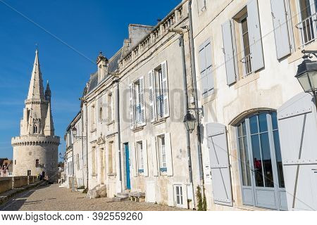 La Rochelle, C-m / France - 16 October 2020: View Of The Rue Sur-les-murs Street In The Old Town Of