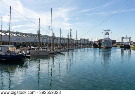 La Rochelle, C-m / France - 16 October 2020: Boats In The Harbor Of La Rochelle