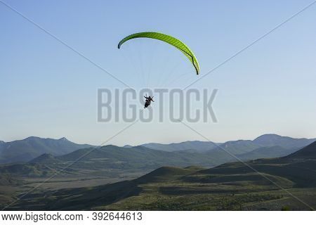 Paraglider.there Are Only Two Mountains In The World With Such Strong Updrafts: Uzun-syrt In Europe