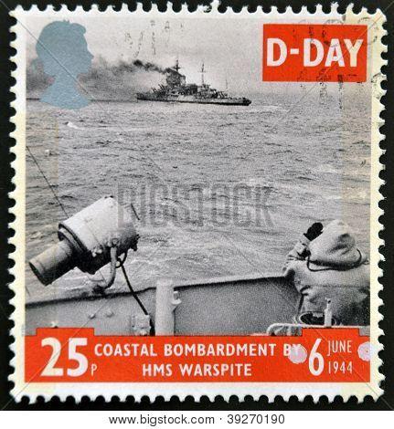 Großbritannien ca. 1994: eine Marke aus Großbritannien zeigt Bild von einem Küstenbeschuss Commemo