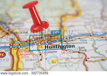 Bangkok, Thailand, June 1, 2020 Huntington, West Virginia, Road Map With Red Pushpin, City In The Un