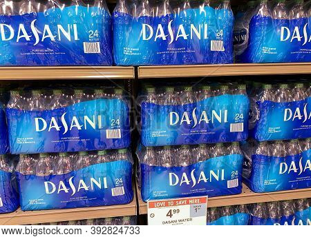 Orlando, Fl/usa - 5/19/20: Cases Of Dasani Purified Water At A Publix Grocery Store In Orlando, Flor