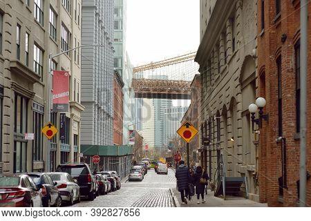Washington St, Dumbo, Brooklyn, New York, Usa - December 26, 2019: A View Of Washington Street With