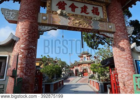 Hoi An, Vietnam, October 29, 2020: View Of Hoi An's Assembly Hall Of Fujian Chinese Temple From The