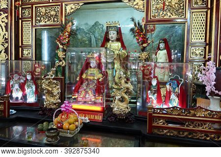Hoi An, Vietnam, October 29, 2020: Detail Of The Altar In The Main Hall Of The Assembly Hall Of Fuji