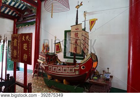 Hoi An, Vietnam, October 29, 2020: Model Of A Ship In The Main Hall Of The Assembly Hall Of Fujian C