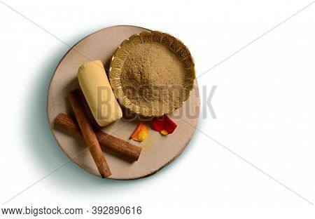 Aromatic Indian sandalwood and cinnamon powder to apply as skin care. Ancient Ayurvedic beauty treatment ingredients.