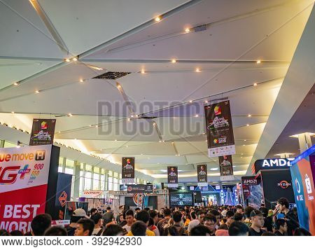 Bangkok/thailand- 26 Oct 2019:unacquainted Gamer In Thailand Game Show At Exhibition Hall In Siam Pa