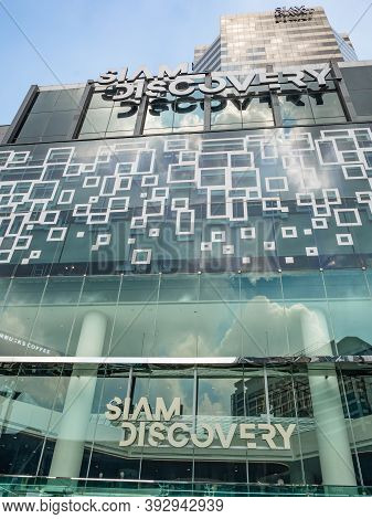 Bangkok/thailand- 26 Oct 2019:siam Discovery Department Store With Blue Sky Reflect, On The Mirror A