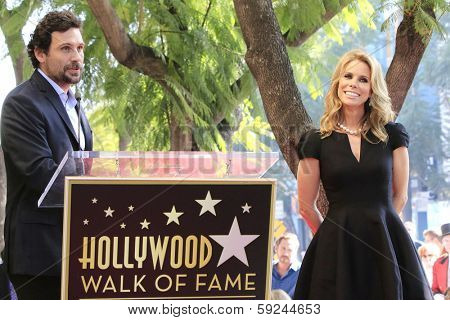 LOS ANGELES - JAN 29: Jeremy Sisto, Cheryl Hines at a ceremony as Cheryl Hines is honored with 2,516th Star on the Hollywood Walk of Fame on January 29, 2014 in Los Angeles, CA