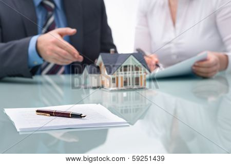 Discussion With A Real Estate Agent