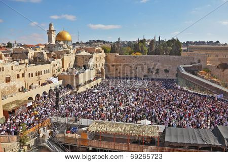 JERUSALEM, ISRAEL - OCTOBER 16, 2011:  The most joyous holiday of the Jewish people - Sukkot. The Western Wall in Jerusalem temple