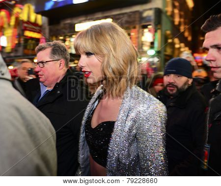 Taylor Swift arrives in Times Square