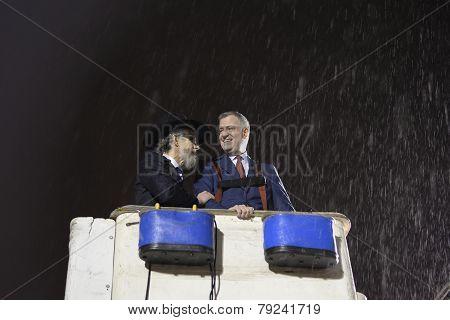 Mayor & Rabbi getting rained on