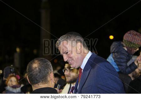 Mayor De Blasio arrives at lighting