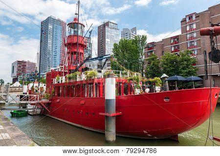 Rotterdams Wijnhaven With Old Fireship