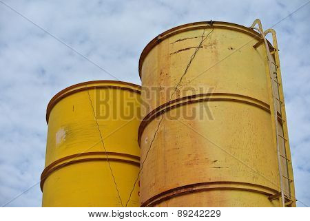 Bentonite and water silo