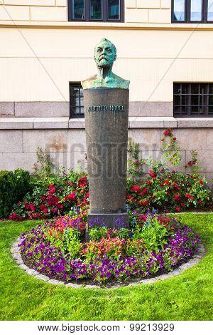 Alfred Nobel Statue