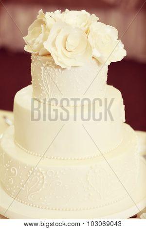 Delicious 3-tier Wedding Cake