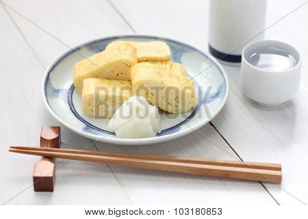 dashimaki tamago, japanese rolled omelette with dashi