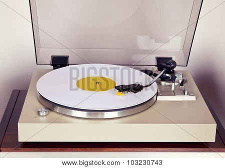 Analog Stereo Turntable Vinyl Record Player with White Disk