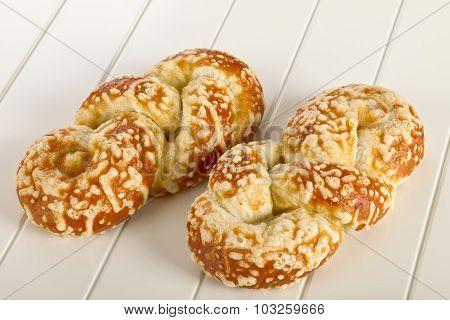 Bun With Cheese Gratin