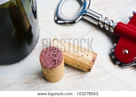 botella, corchos y destapador