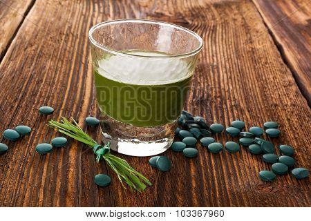 Spirulina, Chlorella, Barley And Wheatgrass.