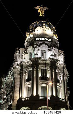 Ciudad iluminada de noche
