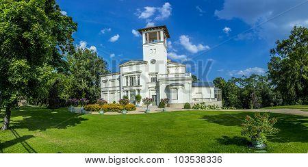 Villa Henckel At The Pfingstberg In Potsdam