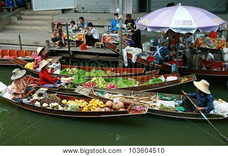 RATCHABURI THAILAND - JULY 5: Fruit boats at Damnoen Saduak floating market on July 5 2009 in Ratcha