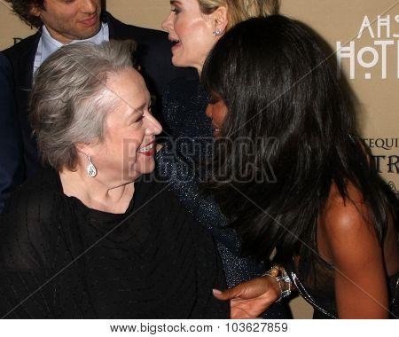LOS ANGELES - OCT 3:  Kathy Bates, Naomi Campbell at the