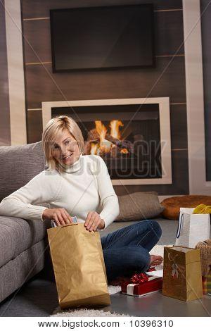 Frau Verpackung präsentiert