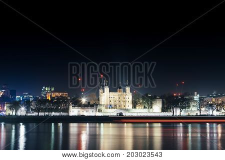 Nocturnal view of The Tower of London and the reflection over Thames river