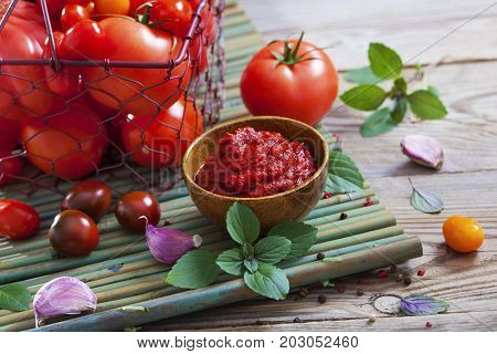 tomato sauce with garlic and basil - food and drink