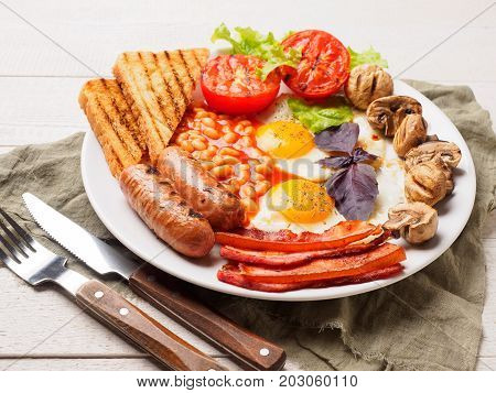 Full English Breakfast Including Sausages, Grilled Tomatoes And Mushrooms, Egg, Bacon, Baked Beans,
