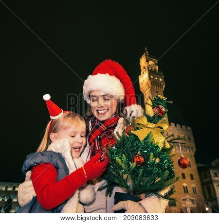Mother And Child Travellers With Christmas Tree In Florence
