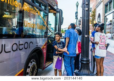 Washington Dc, Usa - August 4, 2017: People Family Waiting In Line Queue To Get On Circulator Bus In