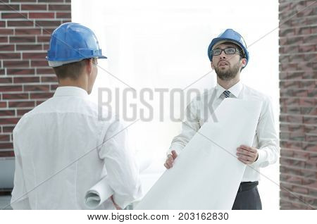 architect and construction foreman to discuss the project