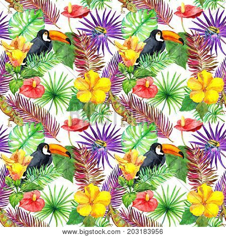 Toucan, gecko, tropical leaves and exotic flowers. Seamless jungle pattern. Watercolor