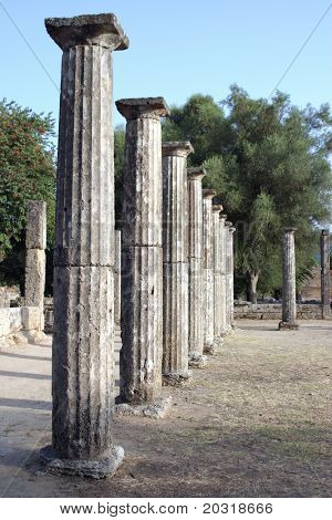 greek ancient columns