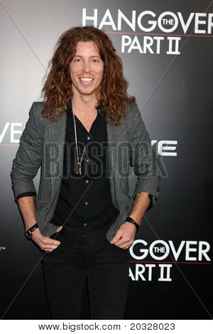 LOS ANGELES - MAY 19:  Shaun White arriving at the