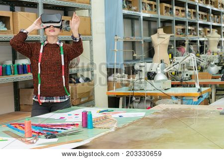Fashion Studio Designer Wearing Vr Technology