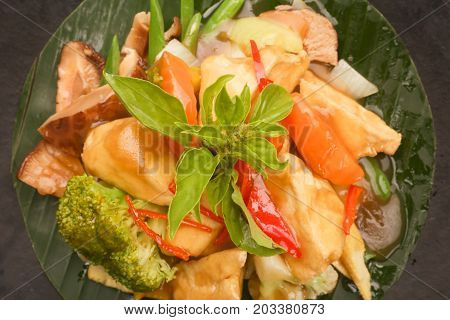 Top view of chicken and vegetable in sweet sour sauce