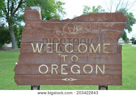 welcome to Oregon visitors sign entering the state is shaped like the state