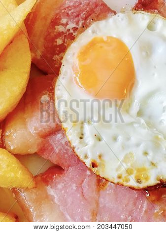 Gammon with fried egg and chunky chips