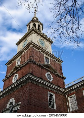 Independence Hall, Philadelphia, Pennsylvania, USA, building and statue