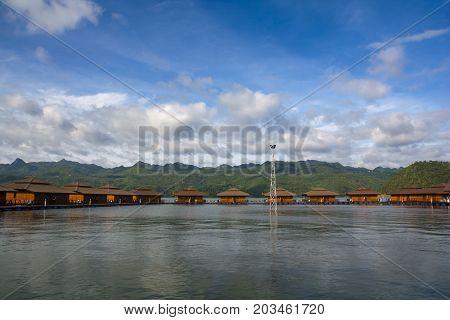 September 05, 2017 : Beautiful Rafthouses Floating On The River At Srinakarin Dam, Kanchanaburi, Tha