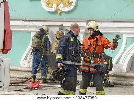 08.09.2017.Russia.Saint-Petersburg.Firefighters to extinguish the fire.This is a difficult and risky job.